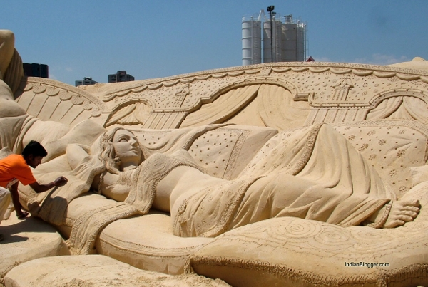 Sand sclulpture at Puri Beach destival - courtesy Indian Blogger