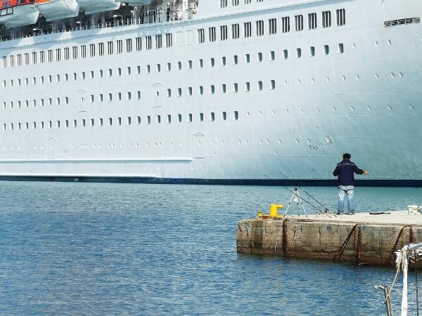 Greece fishing for cruise ships