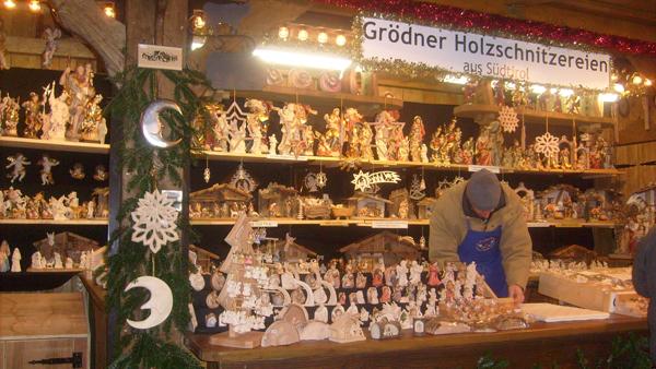 Trier Christmas Market 2010 - Grödner Holzschnitzereien aus Südtirol
