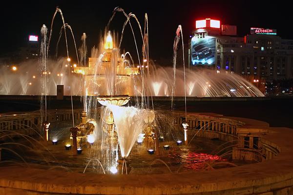 Bucharest, Piata Unirii at night.
