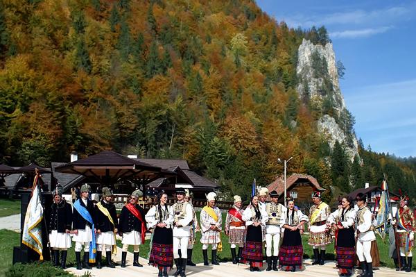 Romanians wearing popular costumes.