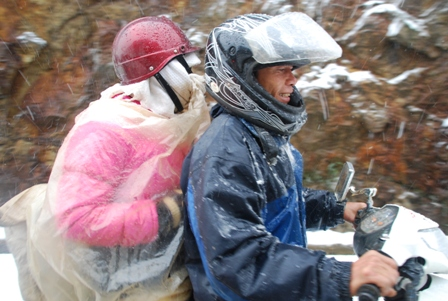 Unseasonal Snow Gives Backpackers a Shock in Vietnam