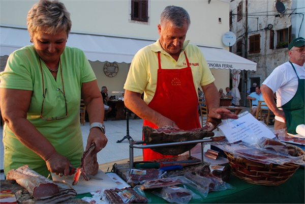 Traditional evenings at Fažana's waterfront