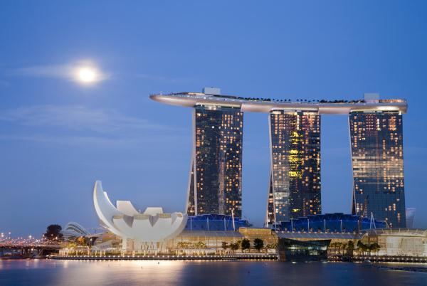 Marina bay sands singapore s top eco friendly hotel for Famous buildings in singapore