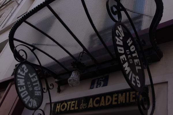 Entrance to Paris hotel.