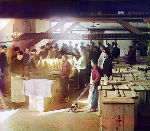 Early workers at the Borjomi factory