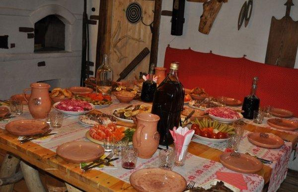 Sit down meal at Vyaselaya Hata
