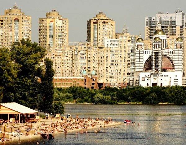 Kiev Beaches Get VIP Cinema Touch