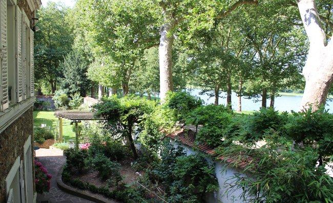 The garden at Villa de la Pièce d'eau des Suisses