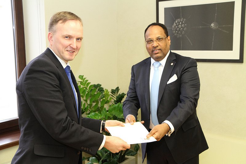 Andrejs Pildegovičs and the UAE's Jumaa Mubarak Al Junaibi - Courtesy Latvia Foreign Ministry