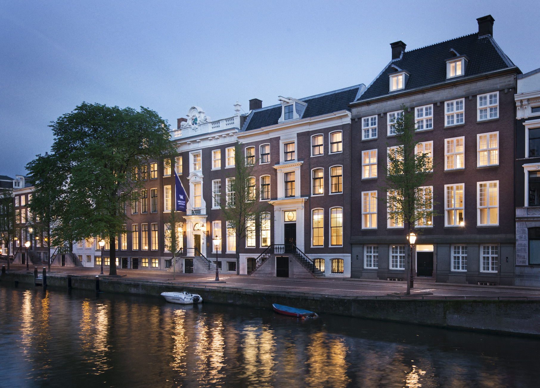 waldorf astoria opens a luxury hotel in amsterdam. Black Bedroom Furniture Sets. Home Design Ideas