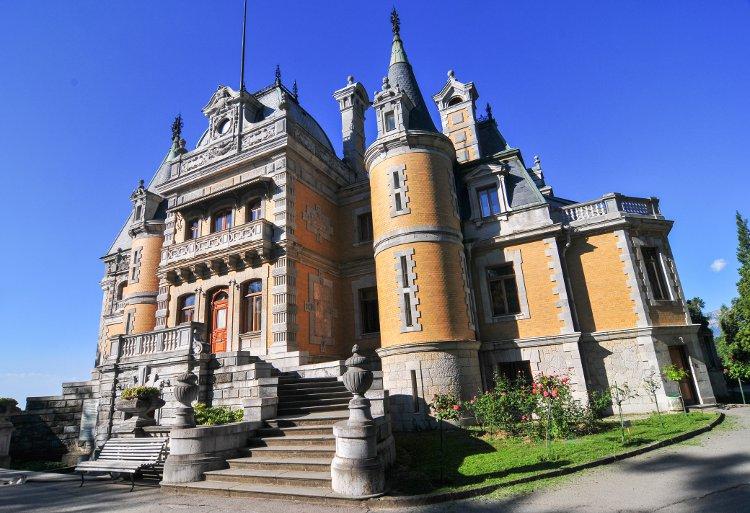 Massandra Palace, Yalta, Crimea© demerzel21