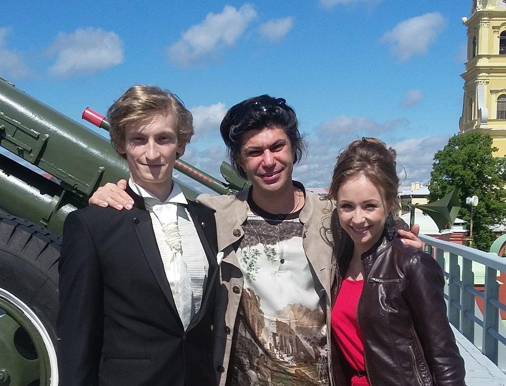 Nikolai Tsiskaridze with his best graduates, future ballet stars, Eugenyi Kuznetsov (on the left) and Anastasia Lukina (on the right)
