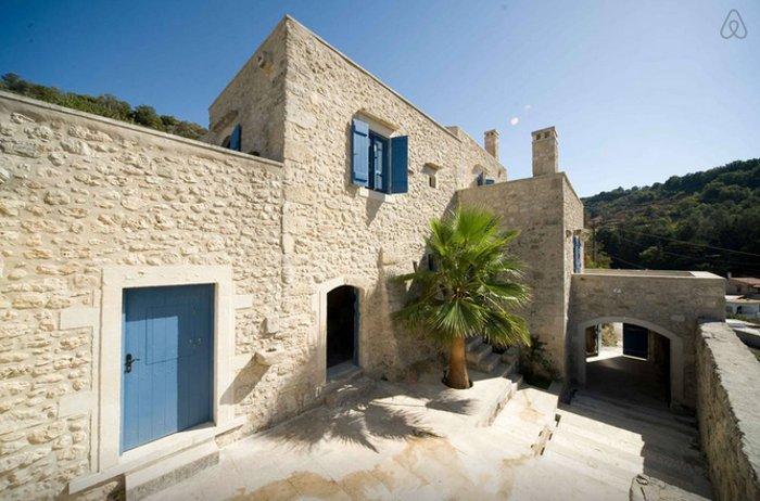 VanGos' stone villa on Crete versus the cool temper of a hotel lobby?