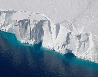 Larsen C Antarctica Ice Breakup Creates a Trillion Ton Iceberg