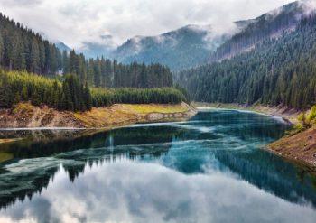 Lake Galbenu in Romania © xalanx