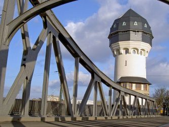 The 'Wasserturm' (a former railway water tower), contains an art gallery and restaurant.