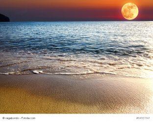 Moon rise over Crete