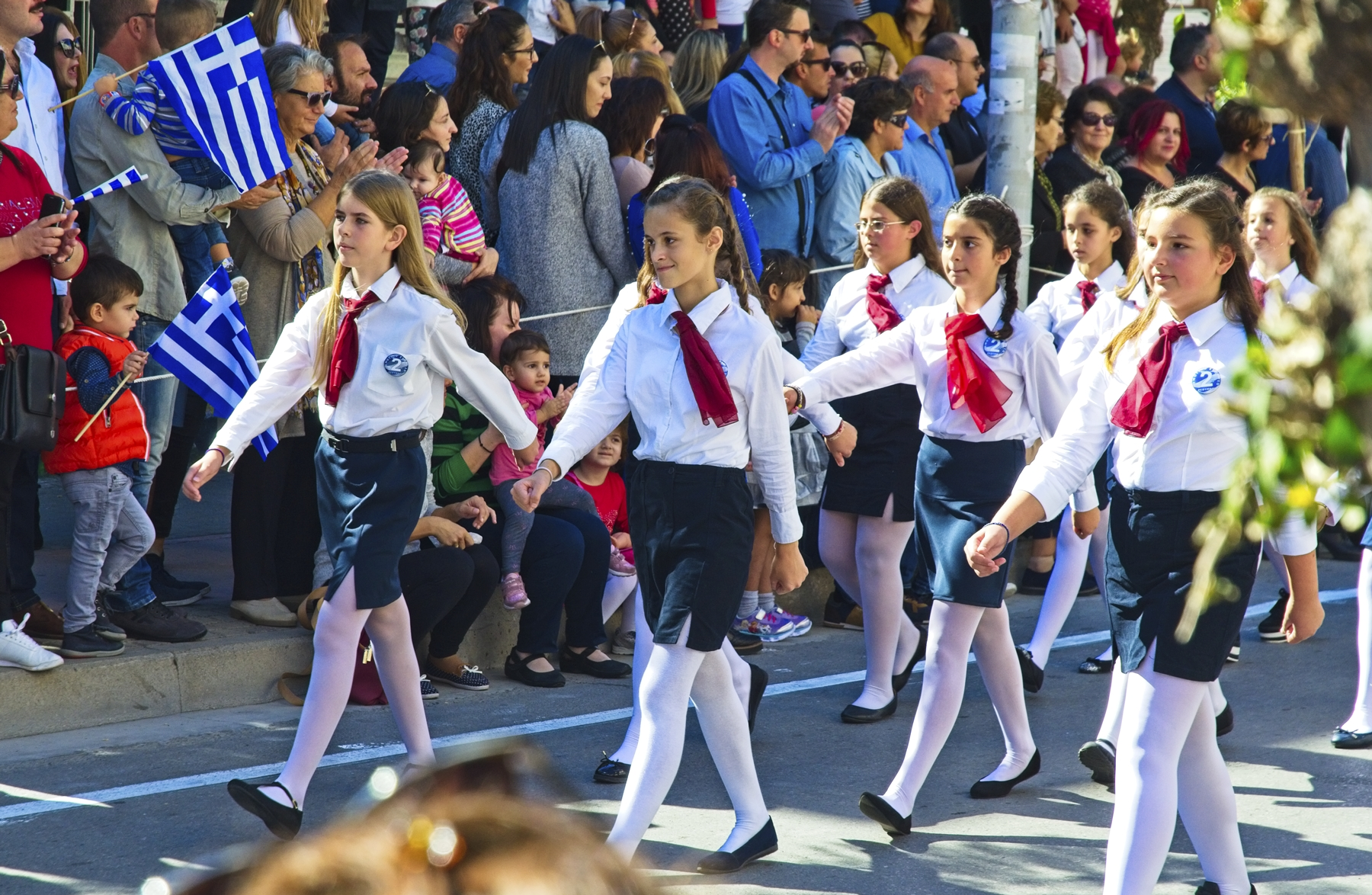 Rethymn's schools organized a marvelous parade of Cretan children