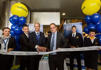 Lufthansa ribbon cutting