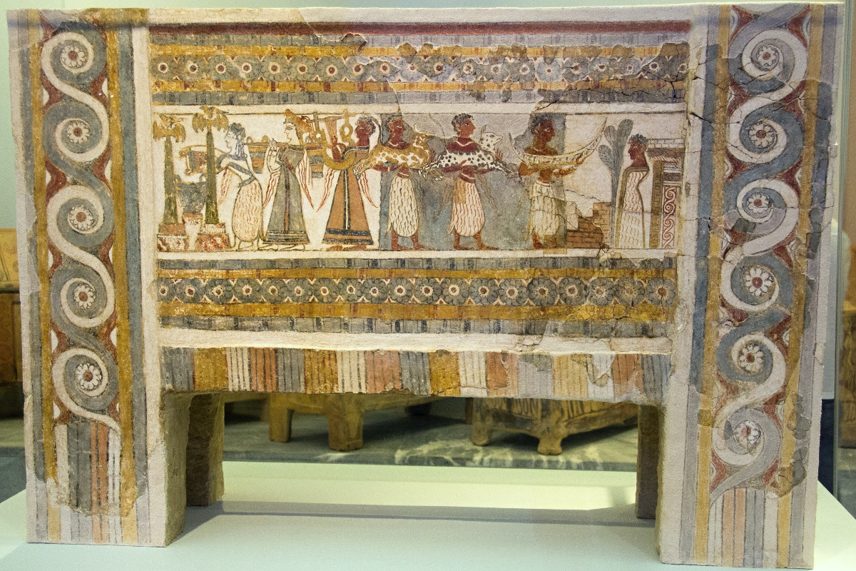 The sarcophagus of Agia Triada showing the burial of a prince